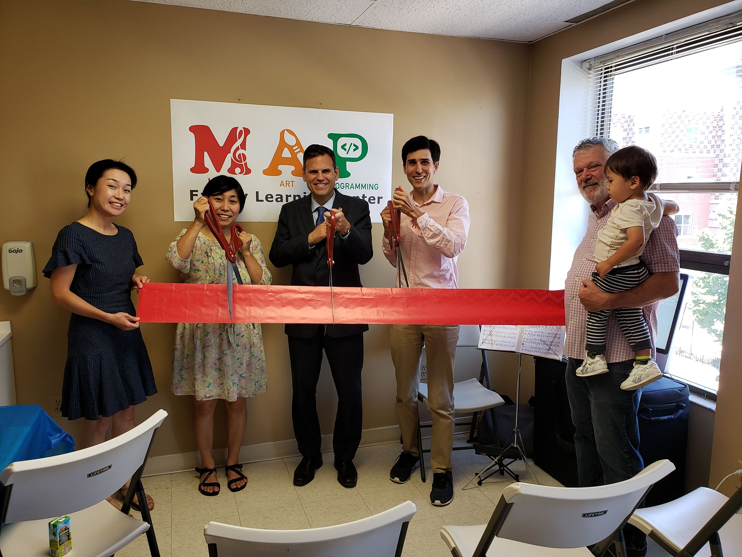 Mayor Gary Christenson with MAP Employees (from left) Sachiko Murata, Chie Yasuda, Mayor Christenson